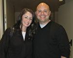洛杉矶县警察局的中尉警官Danny Martin和他的太太Amanda Martin驱车两个多小时到艾斯康迪都加州艺术中心观看神韵晚会。(李旭生/大纪元)