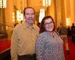 汽车评估师Larry Bendt 和会计师Sherry Bendit夫妇(李莎/大纪元)