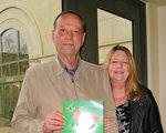 铝蜂窝板制造厂商Unicell Corporation的经理Mike Henderson和太太Janis观赏了1月22日下午神韵纽约艺术团在圣地亚哥的最后一场演出。(方圆/大纪元)