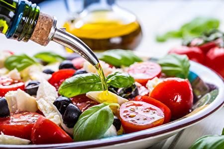 橄榄油。(Marian Weyo/Shutterstock)