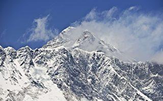 科學家將重新測量聖母峰高度,以確定2015年尼泊爾的大地震是否真的使它少了1英寸。       (ROBERTO SCHMIDT/AFP/Getty Images)