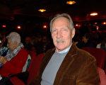Richard McGuigan在观看了1月29日下午2点神韵北美艺术团在罗切斯特大剧院今年的第二场演出后,赞叹神韵演出卓越不凡。(卫泳/大纪元)