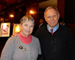 2017年1月29日下午,教堂牧师Richard Myers与太太Beth Myers在纽约州罗切斯特大剧院观看了神韵北美艺术团今年在当地的第二场演出。(卫泳/大纪元)