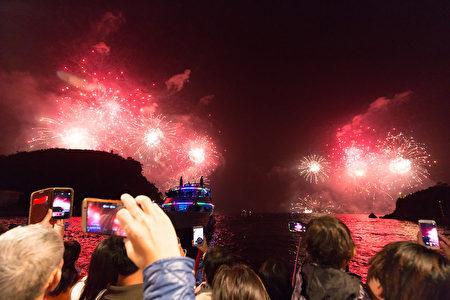 全台独家过年烟火秀首绽放 估30万人观赏