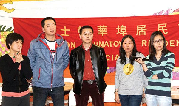 多名好事福街22-30号的住户代表在华埠居民会月会上投诉新业主不维修物业生活设施。(左一)为华人前进会共同主席陈玉珍。(廖述祥/大纪元)