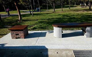 台灣天災頻繁,為防範未然,台北市在大安森林公園內設置「首件」爐灶座椅組,平時可讓情侶坐在上面談情,災難一來就立刻開伙,給予最快飲食需求。 (台北市工務局提供)