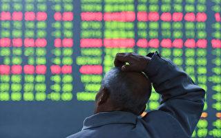 5月8日,A股再次收跌,这已经是A股连续第5个交易日下跌,并跌下3100点。本轮沪指在最高点下落至今已经有一半的个股下跌幅度超过30%。图为杭州交易所。  ( AFP )