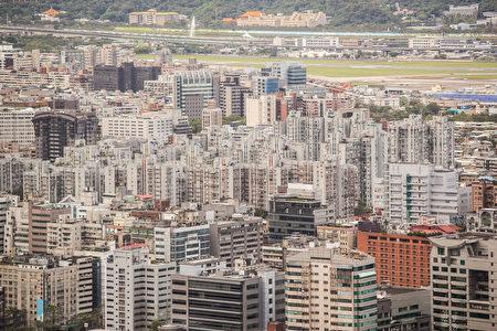 据房仲统计,2016年双北市房价仍呈现微幅走跌,台北房价月指数年减约3.3%,新北市则年减约2.7%。(陈柏州/大纪元)