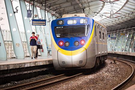 台铁产业工会发动近千名员工在除夕至初三依法休假,交通部长贺陈旦表示,不会让过年疏运受到影响。图为台铁车站。(陈柏州/大纪元)
