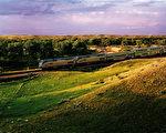 Amtrak火车在蒙大拿州附近。(Amtrak提供)