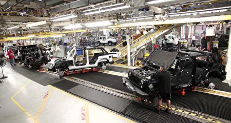 菲亞特克萊斯勒汽車公司(FCA)執行長1月9日表示,如果川普上任後,對出口到美國的墨西哥製汽車課徵高關稅,他有可能終止在墨國的生產。圖為FCA在俄州的裝配廠。(Bill Pugliano/Getty Images)