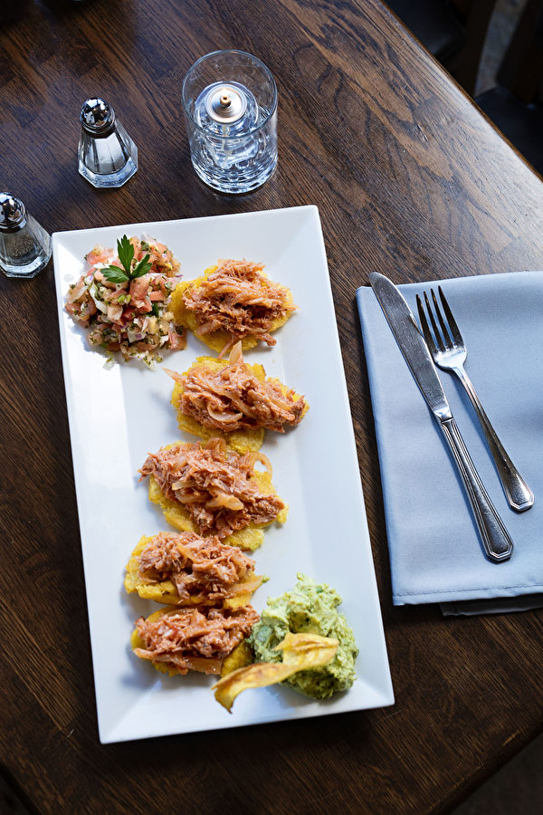 Pulled pork Tostones。(张学慧/大纪元)