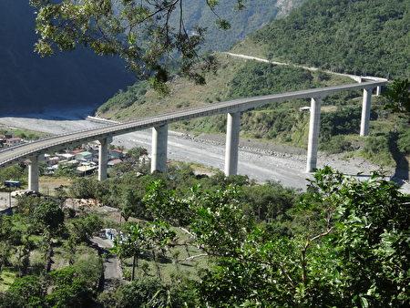 要进入雾台会经过谷川大桥,这座桥是目前全台湾桥墩最高的大桥。(曾晏均/大纪元)