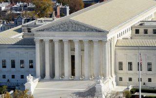 紐約多個商家告禁止信用卡附加費違憲一案,週二(1月10日)在聯邦最高法院庭辯。 (Olivier Douliery-Pool/Getty Images)