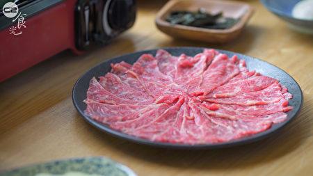 牛肉切薄片。(C2食光提供)