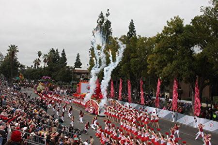 2017年玫瑰花车游行盛大开幕。(徐绣惠/大纪元)