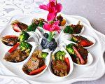 以牛蒡鲜菇制作成的素食牛小排,是许益华的创意料理。(赖瑞/大纪元)