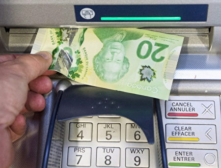 想免除银行手续费?各大银行正在使招让你更难。(加通社)