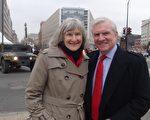 來自賓夕法尼亞州的獨立派政治領袖Colin Hana(右)和太太在1月20日,出席川普就職儀式後,臉上浮現著喜悅的神情。(梁硯/大紀元)