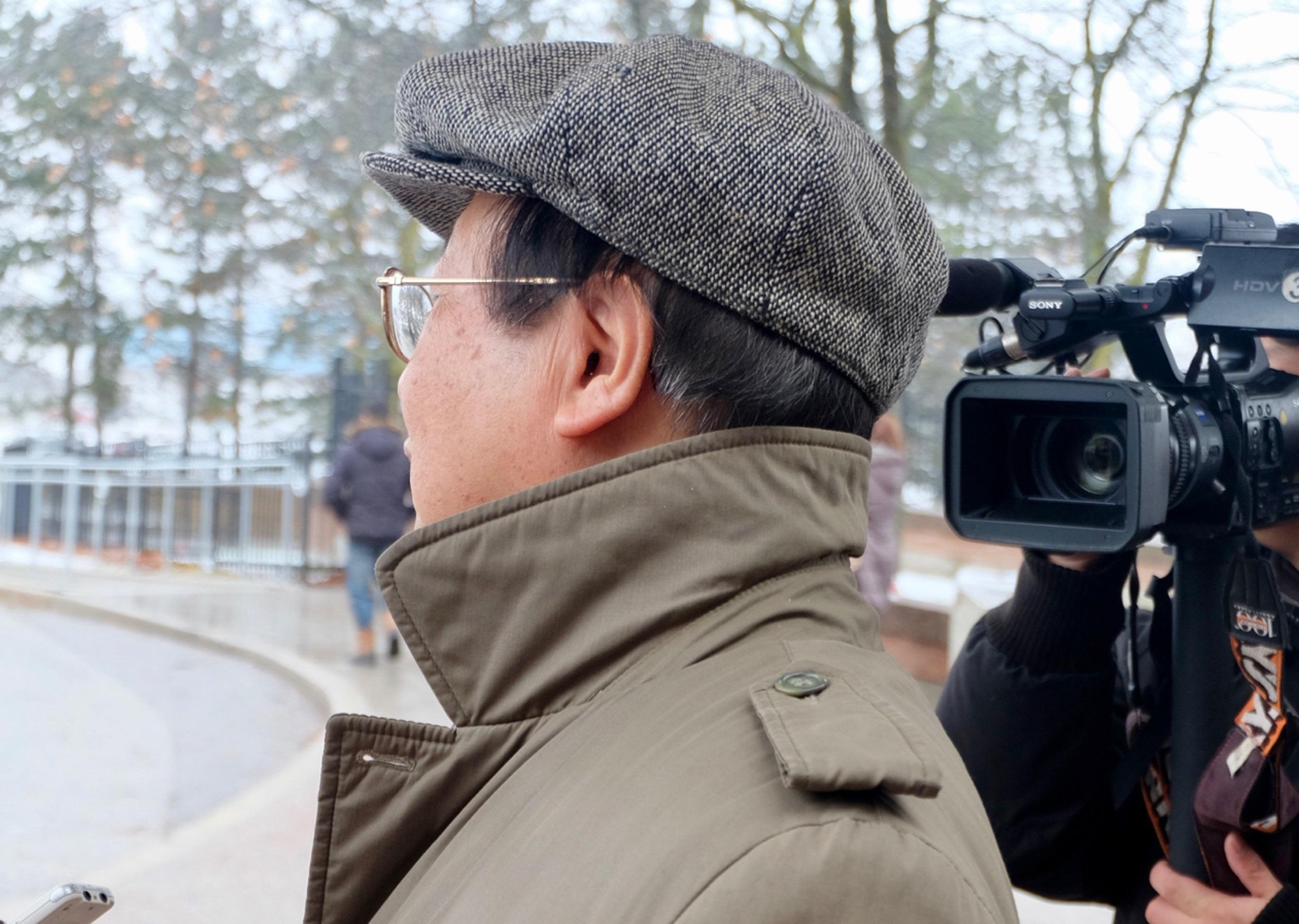 1月26日,诈骗案的华裔受害者吴先生告诉媒体,法官是公正的。(周月谛/大纪元)