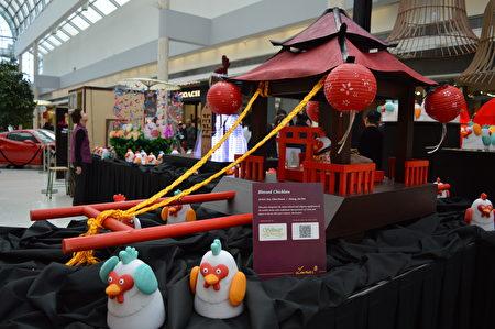 """图:Lunarfest的鸡年设计作品""""祈福小鸡""""。(邱晨/大纪元)"""