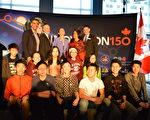 图:温哥华科学馆举办创新节,三级政要与主办方负责人到场,与青年学子合影留念。(邱晨/大纪元)