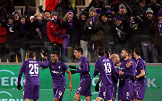 佛羅倫薩主場2:1擊敗領頭羊尤文圖斯,保持本賽季主場不敗。(Gabriele Maltinti/Getty Images)