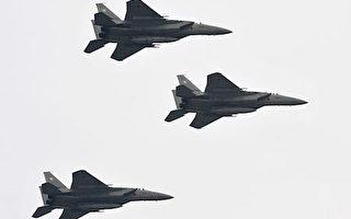 日本航空自卫队战机的F-15J鹰式战斗机 (KAZUHIRO NOGI/AFP/Getty Images)