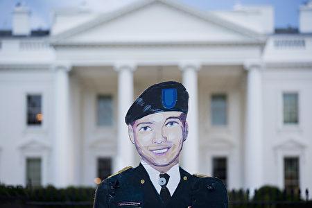 奥巴马总统17日签发特赦令,获减刑的囚犯包括美军士兵曼宁,因提供机密文件给维基解密被判35年重刑,前情报官员担心因此抬高维基解密创始人的地位。(T.J. Kirkpatrick/Getty Images)