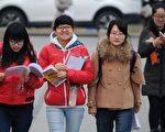 据分析,中国学生留学法国的热度不减,但从过去一年的情况来看,申请留学法国的难度有所增加。(WANG ZHAO/AFP/Getty Images)