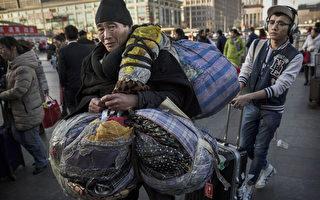 北京西火车站人头攒动的景象是中国新年数亿人的缩影。( Kevin Frayer/Getty Images)