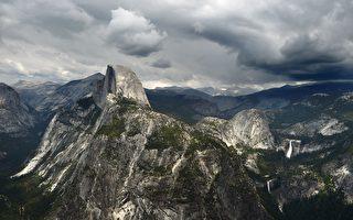 加州將迎來十年一遇的暴風雨,優勝美地國家公園宣布週末關閉。 (MARK RALSTON/AFP/Getty Images)