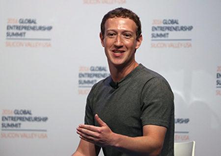 """社交媒体脸书创办人扎克伯格日前删除其脸书账户个人信息中的""""无神论者""""资料。(Justin Sullivan/Getty Images)"""