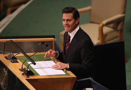 墨西哥總統涅托(Enrique Pena Nieto)26日說,該國不會為美墨邊境的隔離牆掏腰包。(John Moore/Getty Images)