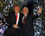 美國候任總統川普(特朗普)將於20日就職,目前已進入倒計時。圖為川普和彭斯。(Joe Raedle/Getty Images)