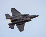 川普希望洛克希德公司至少将F-35战斗机的成本降低10%。   (JACK GUEZ/AFP/Getty Images)