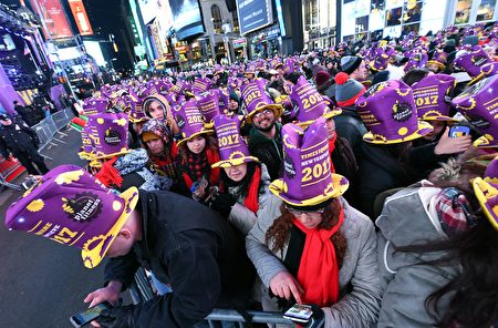 People take part in New Year's eve celebrations at Times Square on December 31, 2016 in New York. / AFP / ANGELA WEISS (Photo credit should read ANGELA WEISS/AFP/Getty Images)