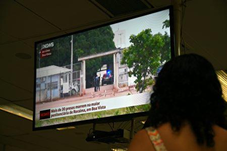 1月6日巴西再有监狱发生暴动,罗来马州(Roraima)首府好景市农村监狱6日凌晨再有33名囚犯被杀 。(VANDERLEI ALMEIDA/AFP/Getty Images)