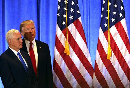 川普於週三(1月11日)自勝選後首次舉行正式記者會。會上,川普就他與川普集團的關係、俄羅斯問題、奧巴馬醫保、墨西哥建隔離牆等問題進行了解答。(Spencer Platt/Getty Images)