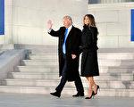 1月19日,就職典禮前一天,川普(特朗普)和夫人抵達華府。(Chris Kleponis-Pool/Getty Images)