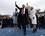 川普2017年1月20日刚刚上任,但2020年的竞选经费已机构接近千万美元。(Jim Bourg - Pool/Getty Images)