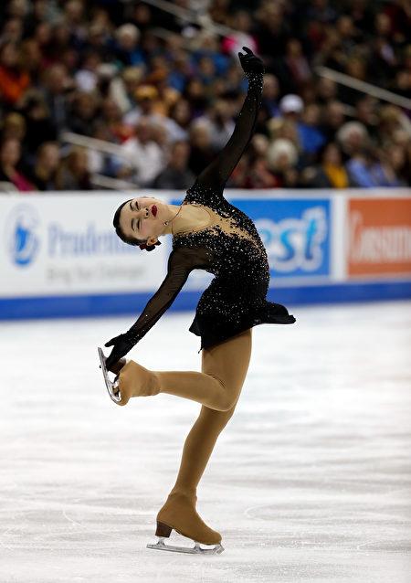 在美国堪萨斯城举行的全美花样滑冰锦标赛中,年仅17岁的台裔花样滑冰小将陈楷雯(Karen Chen)1月21日晚以几近完美的表演拿下冠军。( Jamie Squire/Getty Images)