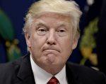 """川普(特朗普)1月20日宣誓就职到1月27日,计签署6项""""行政令""""及8项""""总统备忘录"""",确实履行竞选诺言,令华府政治圈传统政治人物震惊。(Olivier Douliery-Pool/Getty Images)"""