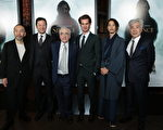 导演马丁·斯科塞斯与演员1月5日在洛杉矶,于《沉默》红毯首映式上合影。(派拉蒙影业提供)