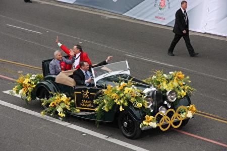 三位大礼官之一洛加尼斯(Greg Louganis)的礼车。(徐绣惠/大纪元)