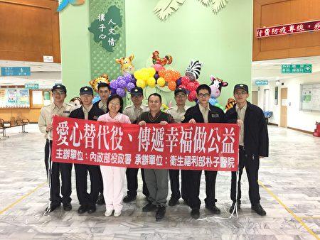 朴子医院替代役男在农历年节前齐聚一堂,一同传递幸福做公益。(朴子医院提供)