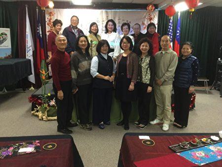 美國中華茶文化學會7日在橙縣華僑文教服務中心舉辦「臺灣茶趣七碗茶歌」。(袁玫/大紀元)