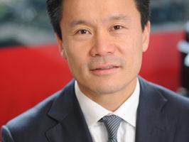 亚洲银行总裁兼首席执行官詹姆斯Wang(由本人提供)