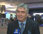 前斯洛文尼亚文化部长 欧洲议会议员米兰·兹韦尔在欧洲议会接受媒体采访。(新唐人)