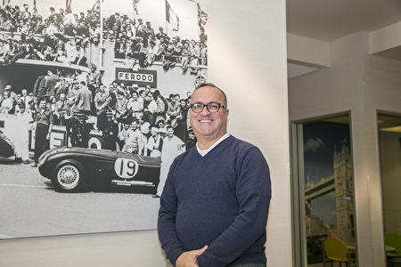 北加州最大捷豹陆虎车行Cole European Jaguar的销售经理Craig Perry。 (曹景哲/大纪元)